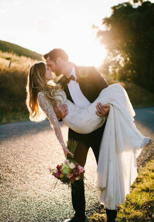 Most Romantic Wedding Gift For Husband : Romantic Images*} Couple Sad Love DPs For Facebook & Whatsapp